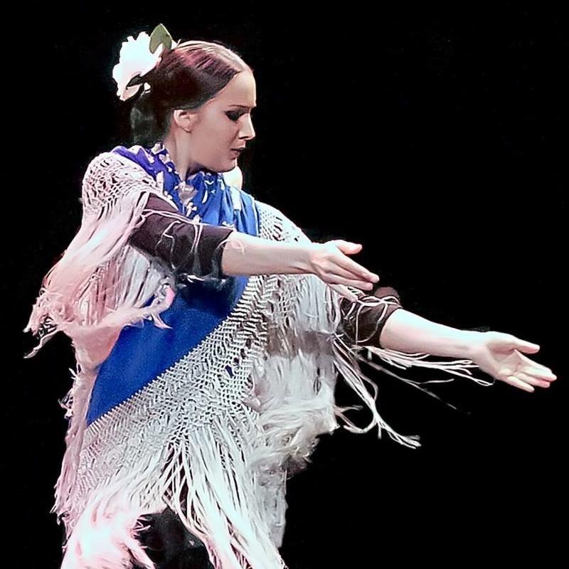Eli perez profesora de sevillanas y flamenco